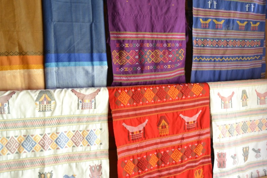 Woven fabric with Torajan pattern