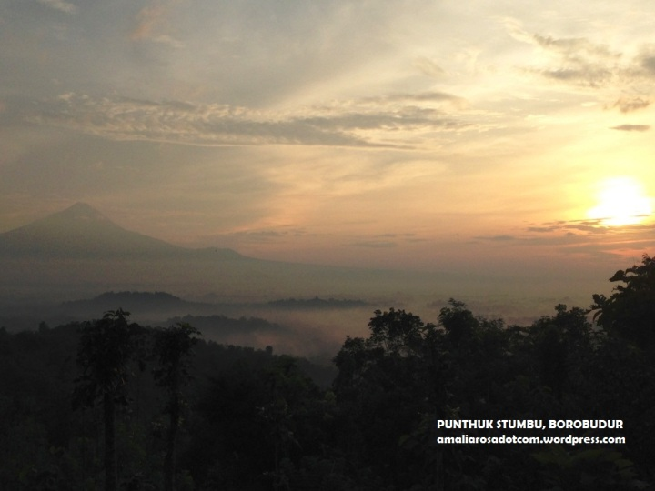 Merapi, Merbabu, Borobudur, dan Sunrise. Perfect, isn't it?