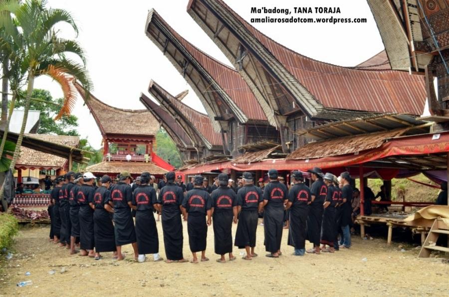 Ma'badong. Photo by Sarsongko