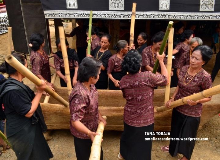 Menumbuk Lesung. Photo by Wirya