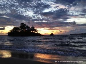 Sesaat setelah matahari terbenam di Pantai Baloiya