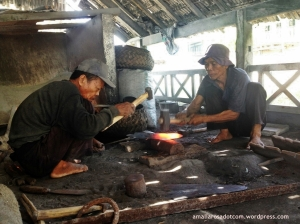 Pandai besi senior dari Kampung Sariahang