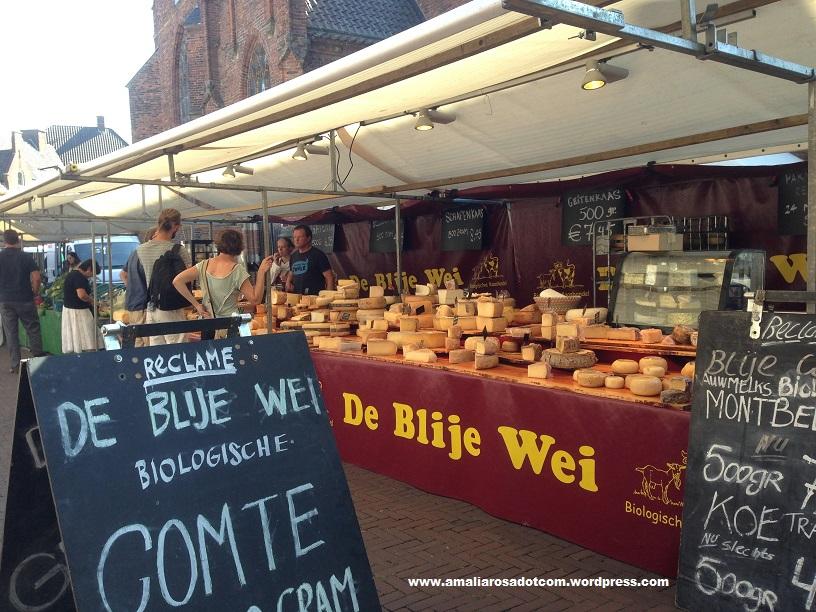 Penjual keju di openmarkt Wageningen