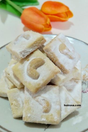Snow white (putri salju) covered in powdered sugar
